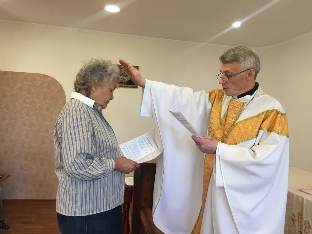 Fr. Vitali Gavrilov confirms Valentina Bratmayer on the third Sunday after Easter at the Parish of the Transfiguration of the Lord (Tuim, Khakassia).